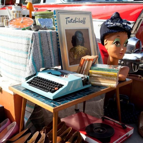 09-_southbank_centre_vintage_festival_present_the_classic_car_boot_sale_credit_belinda_lawley