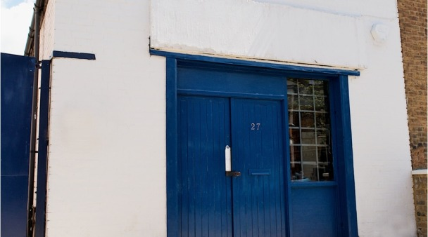 Come discover with me what is found behind these blue doors